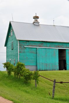Turquoise barn from Genevieve Haudricourt photography. going to repaint horse barn, thinking turquoise! Country Barns, Old Barns, Country Life, Country Living, Southern Living, Barn Living, Country Chic, Country Roads, Boho Home