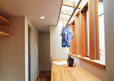 House in Higashinada: MimasisDesign [ミメイシスデザイン]が手掛けたtranslation missing: jp.style.多目的室.modern多目的室です。