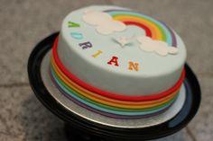 Adrians Torte zur 1. heiligen Kommunion. Das Thema war Regenbogen und das gabs dann sowohl innen, als auch außen ;) (Cake Fondant)