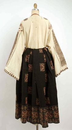Popular Folk Embroidery Ensemble Date: century Culture: Romanian - Traditional Fashion, Traditional Outfits, 1920s, Folk Embroidery, Embroidery Patterns, 1800s Fashion, Historical Costume, Historical Dress, Folk Costume