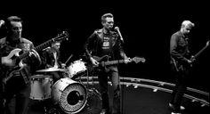 FRANZ FERDINAND – BULLET Hace apenas una hora Franz Ferdinand publicó en su canal Oficial de YouTube un nuevo video. Se trata de Bullet, otro de los cortes de su quinto álbum Right Thoughts, Right Words, Right Action (2013).