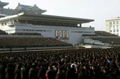 """Kim Jong Un, el joven dictador que domina Corea del Norte, ha llevado a cabo su primera ejecución masiva y pública de supuestos """"disidentes"""". Según ha informado el diario surcoreano JoongAng Ilbo , 80 personas habrían perdido la vida a manos del Estado en 7 ciudades."""