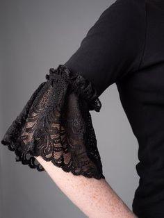 Kurti Sleeves Design, Sleeves Designs For Dresses, Dress Neck Designs, Sleeve Designs, Diy Fashion, Ideias Fashion, Fashion Dresses, Fashion Tips, Dresses Dresses