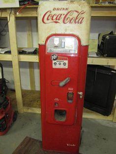 Coca Cola Vendo Machine Model 44 | Collectibles and antique news