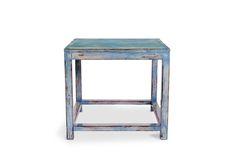 Mesa auxiliar de madera terminada en azul brillo. Posibilidad de otras medidas y  colores. Medidas 50x50x55