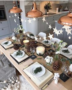 In this article, we collected of the most popular table setting ideas for the coming Christmas . So, you don't have to spend too much energy. It's easy to find your favorite decoration designs. Christmas Table Settings, Christmas Tablescapes, Christmas Table Decorations, Decoration Table, Centerpiece Decorations, Christmas Mood, Christmas Crafts, Xmas, Deco Table Noel