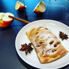 Taštičky z domácího listového těsta s kořeněnými jablky | Bez lepku Latte, French Toast, Bread, Baking, Breakfast, Ethnic Recipes, Food, Morning Coffee, Brot