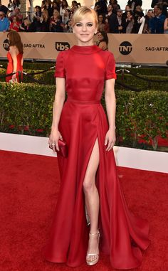 2016 SAG Awards: Anna Faris elegant in a red short sleeve Naeem Khan dress with a slit. Slits are a popular trend on the SAG red carpet!