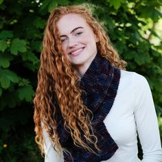 Casey Aran Cabled Scarf Pattern A scarf pattern ideal for advanced beginners, the Casey scarf features three Celtic cables running from end-to-end, to give a depth and texture to the pattern. We recommend using a Irish worsted weight yarn. 3b Hair, Naturally Curly, Celtic, Curly Hair Styles, Knitting Patterns, Irish, Dreadlocks, Texture, Running