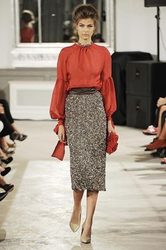 Нравятся прямые юбки, форма рукава и цвет блузки
