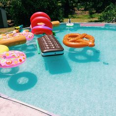 Perfect summer pool party idea!
