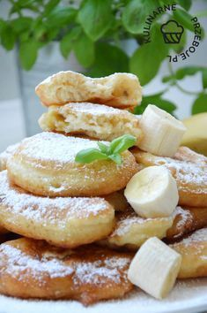 Racuchy z bananami na maślance Creative Desserts, Fun Desserts, Summer Grilling Recipes, Good Food, Yummy Food, Aesthetic Food, Different Recipes, Diy Food, Cake Recipes
