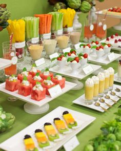Catering: Healthy Mini Appetizers - Dont let your guests go hungry. These appetizers will ensure that your guests are fulfilled until the party starts. Veggie Bars, Veggie Food, Veggie Snacks, Healthy Party Snacks, Healthy Appetizers, Healthy Fruits, Healthy Foods, Healthy Eating, Healthiest Foods
