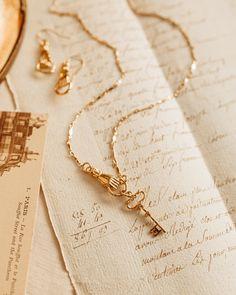 Cream Aesthetic, Gold Aesthetic, Classy Aesthetic, Aesthetic Colors, Aesthetic Vintage, Belle Aesthetic, Hand Jewelry, Boho Jewelry, Jewelry Trends