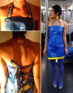 Vestido Bolsa Ikea / Ikea bag dress - ha ha ha ha - fancy dress party here I come. Diy Dress, Fancy Dress, Dress Party, Anything But Clothes Party, Abc Party, Party Themes, Recycled Fashion, Blue Bags, Refashion