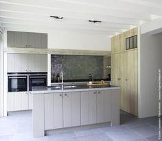 JET keukens New Kitchen, Kitchen Dining, Kitchen Decor, Kitchen Cabinets, Dining Area Design, Rustic Chic, Kitchen Styling, Villa, Home Kitchens