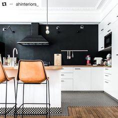 """Polubienia: 107, komentarze: 4 – mieszkaniowi.pl (@mieszkaniowi) na Instagramie: """"Obok takiej kuchni nie można przejść obojętnie ❤ #mieszkaniowi #kuchnia #kitchendesign…"""""""