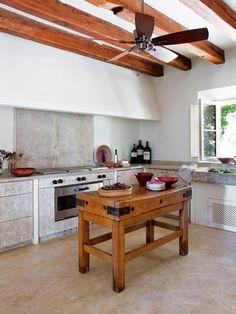 Ambientes con ventilador - Nuevo Estilo Country Interior, Kitchen Interior, Home Interior Design, Kitchen Decor, Interior Decorating, Kitchen Ideas, Brown Kitchens, Home Kitchens, Design Studio