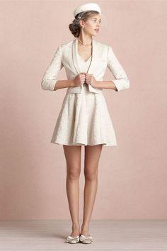 O jeito que o cinto tem um toque de brilho. | 51detalheslindos de vestidos de casamento civil que farão você desmaiar