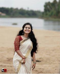 Beautiful Women Over 40, Beautiful Girl Indian, Beautiful Saree, Indian Actress Hot Pics, South Indian Actress, Indian Actresses, Onam Saree, Kerala Saree, Set Saree