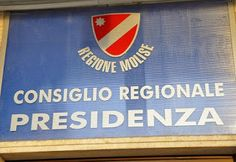 Vergogna in Molise, maggioranza in Regione del Partito democratico vota contro la riduzione delle indennità: i numeri dello scandalo