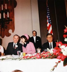 Vice President Lydon Johnson, First Lady Jackie Kennedy and President Kennedy on the morning of November Jackie Kennedy Pink Suit, Jacqueline Kennedy Onassis, Caroline Kennedy, Les Kennedy, John Kennedy, American First Ladies, Kennedy Assassination, Jfk Jr, John Fitzgerald