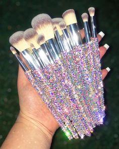 Best Makeup Brushes, Eye Brushes, Makeup Brush Set, Best Makeup Products, Beauty Products, Makeup Collection Storage, Crystal Makeup, Types Of Makeup, Fancy Earrings