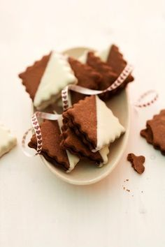 Chocolate biscuit with nougat filling - Plätzchen - Desserts Christmas Cookie Exchange, Christmas Sweets, Christmas Cooking, Sweets Cake, Cookie Desserts, Cookie Recipes, Galletas Cookies, Holiday Cookies, Oreo