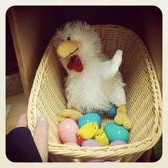 Turning the Dramatic Play Center into a Farmer's Market, complete with chicken coops! Dramatic Play Area, Dramatic Play Centers, Preschool Centers, Fall Preschool, Farm Lessons, Summer Camp Themes, Prop Box, Farm Unit, Farm Activities