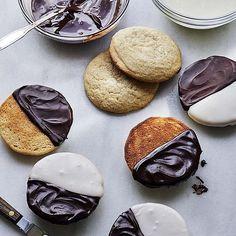 Black & White Cookies - Barefoot Contessa Cookie Desserts, Cookie Bars, Just Desserts, Cookie Recipes, Dessert Recipes, Black And White Cookie Recipe, Barefoot Contessa, Food Network Recipes, Sweet Recipes