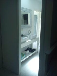 ESTUDIO 2424 ARQUITECTURA. Casa en MADERA, interior baño - Isla del Este, Argentina.