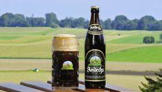 Cerveja Andechser Weissbier Dunkel, estilo German Dunkelweizen, produzida por Klosterbrauerei Andechs, Alemanha. 5% ABV de álcool.