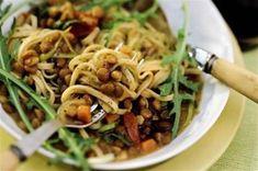 Salade de spaghetti aux lentilles Faites cuire dans de l'eau froide les lentilles avec la carotte épluchée et coupée en rondel...
