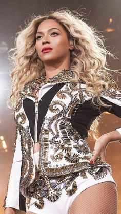 Beyonce The Mrs Carter Show World Tour in St Louis, Missouri December 2013