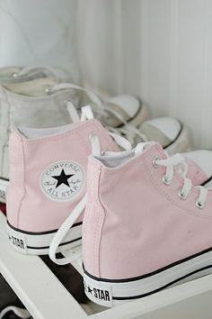 Cor de rosa, pink… / pale pink converse.