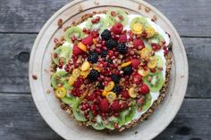 Granola-Crusted Yogurt Fruit Tart | HonestlyYUM (Horizontal)