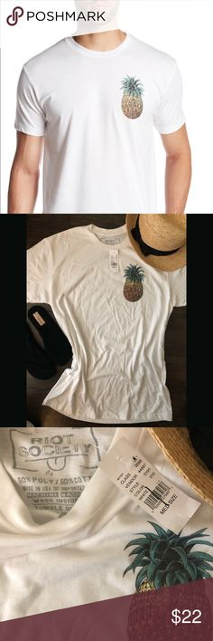 Riot Society Vintage Pineapple Tee  NWT Soft, stretchy and on trend! White tee with vintage pineapple print. Easily worn my men or women! riot society Shirts Tees - Short Sleeve