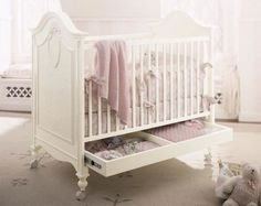 Beautiful Victorian Crib with drawer