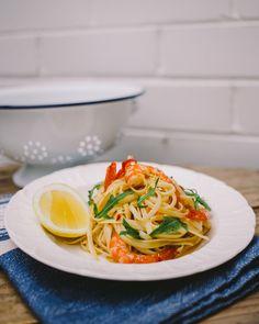 Zesty Lemon & Garlic Prawn Linguine Recipe | foodand.co.uk