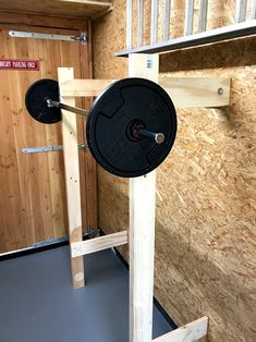 Opklapbaar fitness toestel gemaakt van hout in de garage #homegym #squatrek #squatrack #fitness #diyprojects Plate Storage, Workout Gear, At Home Workouts, Squats, Home Appliances, Diy Projects, Fitness, Crossfit, Inspiration