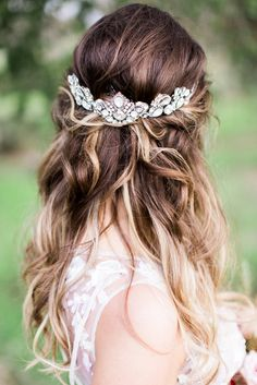 bridal hair accessories - photo by Anna Delores Photography http://ruffledblog.com/bridal-beauty-wedding-inspiration-in-the-woods