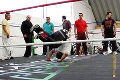 Nezahualcóyotl, Méx. 12 Mayo 2013. La lucha libre es una excelente forma de adquirir agilidad y elasticidad, muy necesarias para el trabajo cotidiano de los policías.