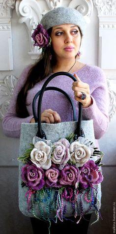 Купить или заказать Авторская сумка Горные розы в интернет-магазине на Ярмарке Мастеров. Авторская сумка в серой гамме на кожаных ручках с нежными розами-брошами и нитями в этих оттенках.Розы можно прикалывать на сумочке в разные места или украшать любую,другую Вашу одежду. Вместительная,удобная,внутри карманчик.Застегивается на кнопку. ОЧЕНЬ трудоемкая работа,каждый лепесток розы сформирован и собран вручную,поэтому каждая роза неповторима!!!