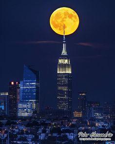Full Moon over New York by @peteralessandria #newyorkcityfeelings #nyc #newyork