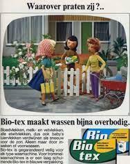 Mooie reclame met poppen, waarover praten zij? Die drie daar bij het hek.....biotex! Nostalgic Pictures, Retro Pictures, Sweet Memories, Childhood Memories, Vintage Cards, Retro Vintage, Old Commercials, Good Old Times, Old Ads