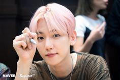 Super M Baekhyun - American debut album release fanmeet at LA Barns & Nobles. Jung So Min, Baekhyun Chanyeol, Taemin, Shinee, Kai, Luhan And Kris, Kim Jong Dae, Album Releases, Chanbaek