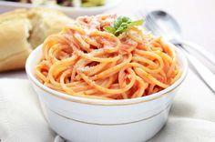 Ein schnelles und simples #Rezept für leckere Paprika-#Spaghetti, das Abwechslung in die bunte Nudelküche bringt.