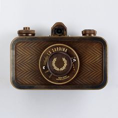 In celebration of Fred Perry's 60th anniversary, they teamed up with Lomography to create this splendid limited edition version of Lomography's La Sardina Camera
