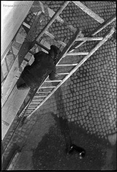 Kinszki Imre [Munkás állványon Budapest 1937 Budapest, Monochrome, Photographers, Pictures, Monochrome Painting