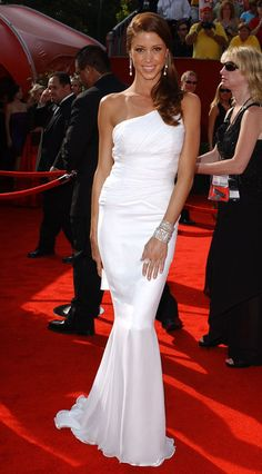 Shannon Elizabeth at 2005 Emmy Awards - The Most Gorgeous Emmy Dresses of the Last 10 Years - StyleBistro Shannon Elizabeth, Beautiful Celebrities, Most Beautiful Women, Red Carpet Gowns, Red Carpet Fashion, Model Photos, Strapless Dress Formal, Celebrity Style, Sexy Women